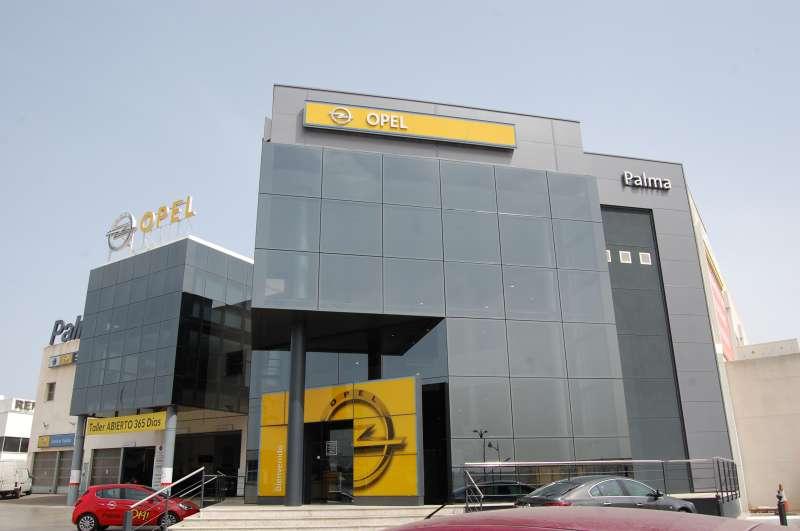 Imagen de la fachada del concesionario Opel Palma. Foto EPDA