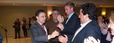 Castellano saluda a Clavell y al presidente de la Diputación de Castellón. FOTO PPCV.COM