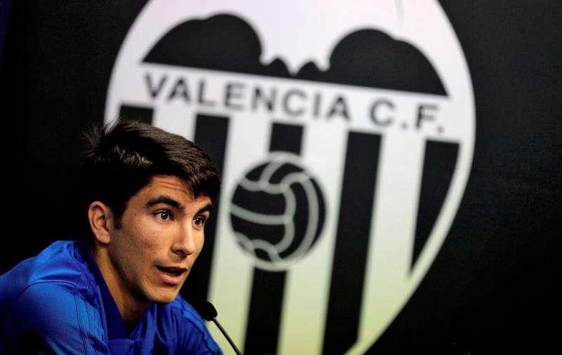 El centrocampista Carlos Soler durante una rueda de prensa. EFE/Archivo