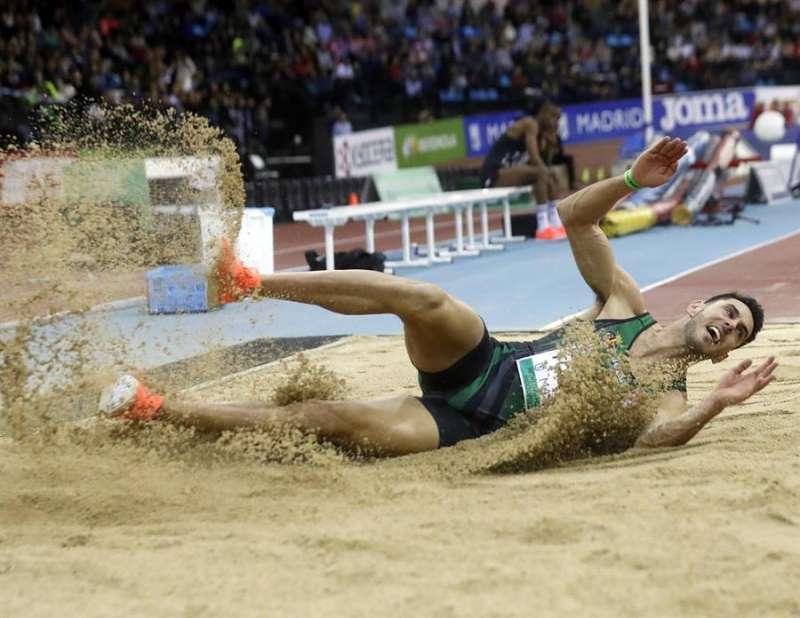 El atleta español Pablo Torrijos en la prueba de triple salto del Meeting Villa de Madrid de atletismo. EFE/Archivo