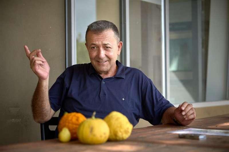 Entrevista con Vicent Todolí, quien han recibido el premio Compromiso por la Tierra por su proyecto de recuperación de cítricos. EFE/Natxo Francés