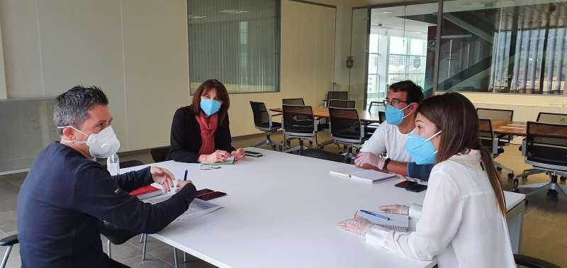 Reunión para perfilar los contenidos del plan de reactivación turístico. / EPDA