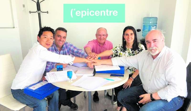 Firma del contrato con la constructora. EPDA