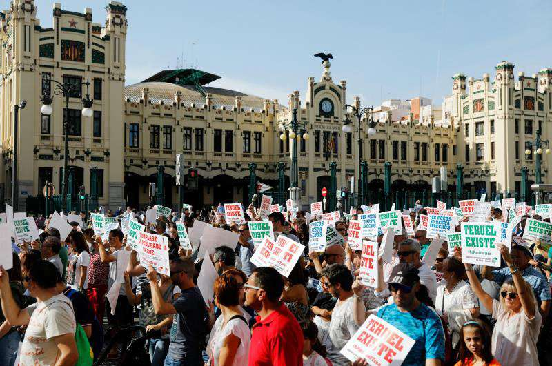 Vista general de la manifestación convocada en València para reivindicar la necesidad de