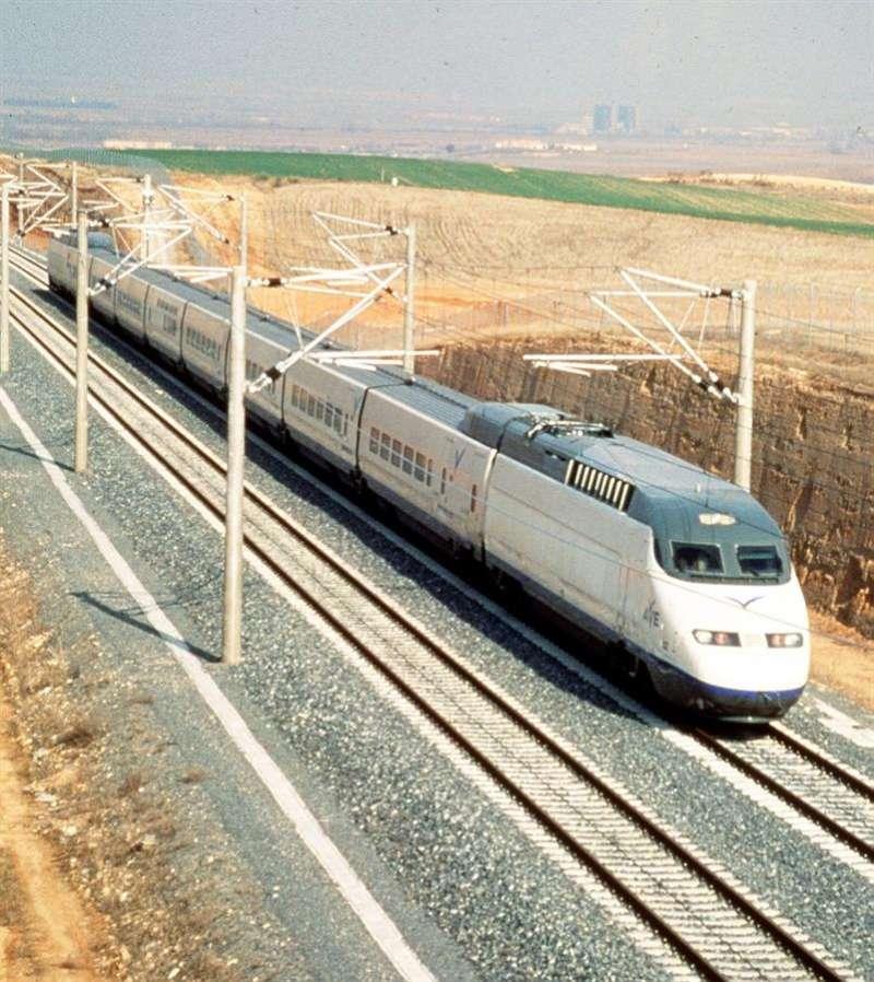 Tren de Alta Velocidad (AVE). EFE/Archivo