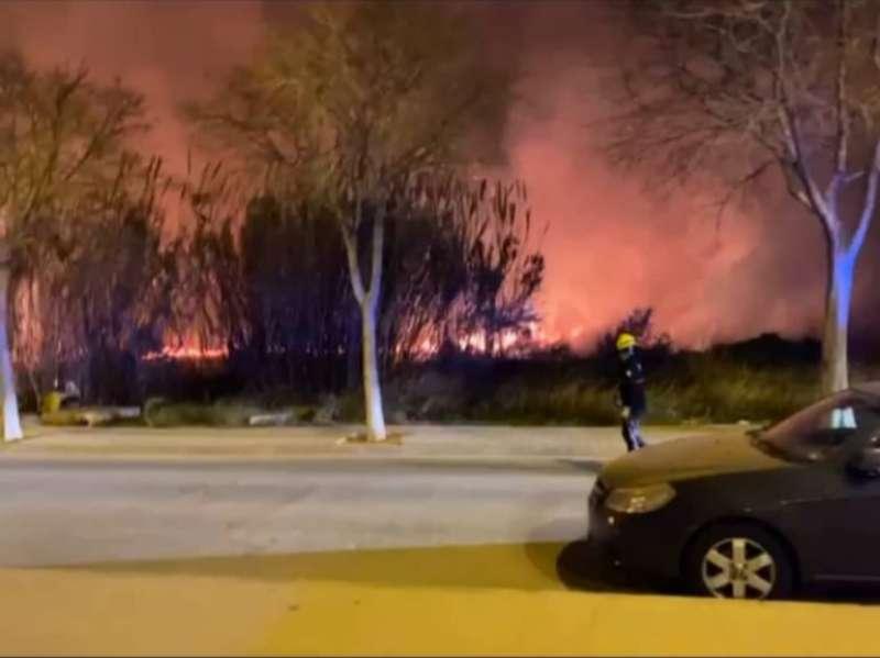 Incendio anoche en Port de Sagunt. EPDA