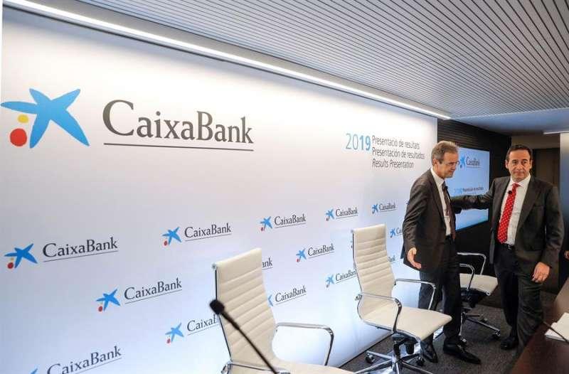 El presidente de CaixaBank, Jordi Gual (izqda), y el consejero delegado, Gonzalo Gortázar, en una imagen de archivo. EFE/Manuel Bruque