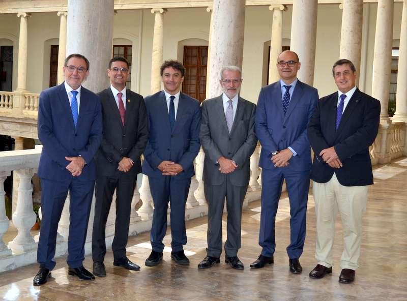 Colomer con los cinco rectores de las universidades. EPDA