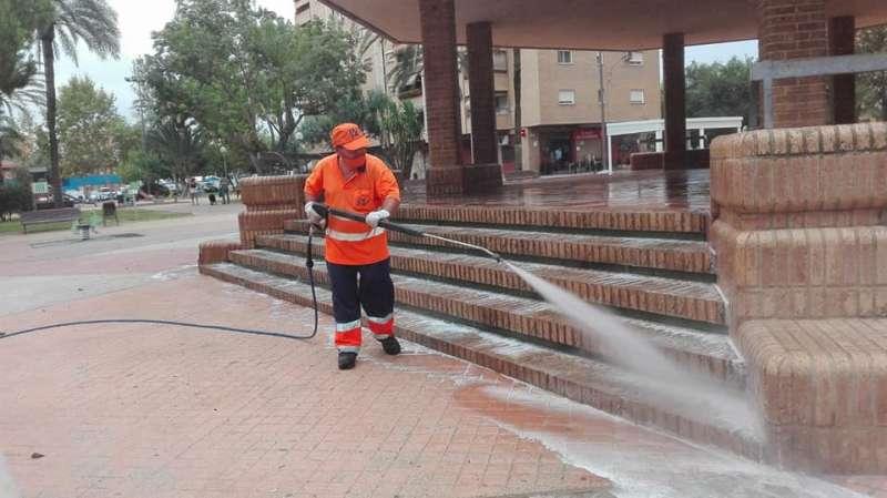 Tareas de limpieza en Xirivella. EPDA