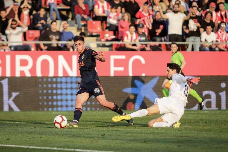 Ferran Torres (i) anota el gol de la victoria ante el Girona, el 2-3. EFE
