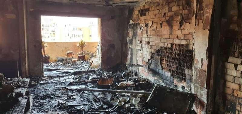 Una imagen del interior de la vivienda, facilitada por los bomberos. EFE