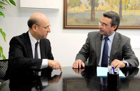 El diputado de Turismo, Ernesto Sanjuán, reunido con el presidente de la Unión Hotelera de la provincia de Valencia, Miguel Ángel Fernández Torán. Foto EPDA