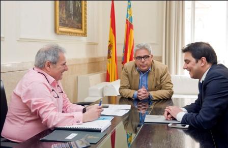 Visita del alcalde de Foios con el Presidente de la Diputación. Foto: Abulaila.