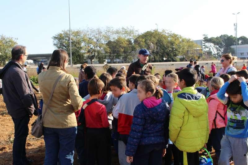 Escolars de la Pobla de Vallbona celebren el Dia de l