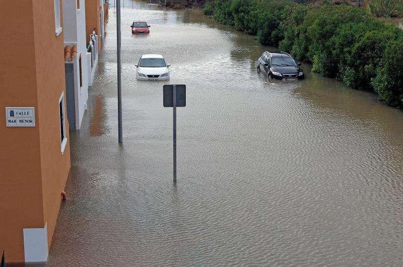 Más de 100 litros caídos esta noche en Torrevieja han provocado distintos problemas en la ciudad. EFE