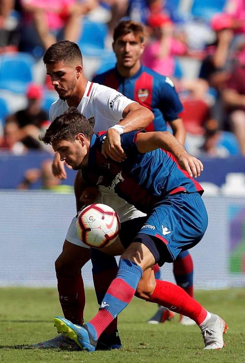 El centrocampista montenegrino del Levante Nikola Vukcevic en un partido reciente de su equipo. EFE/Archivo.