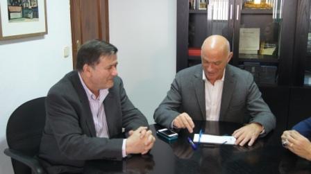 El diputado de Medio Ambiente, Salvador Enguix, ha recibido al alcalde de Museros, José María Aznar Monferrer. FOTO: DIVAL