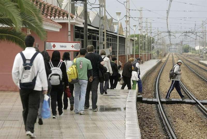 Imagen de archivo de andén de la estación. EPDA