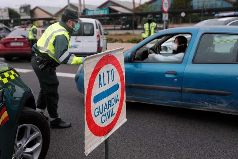 La Guardia Civil realiza controles de tráfico en València. EFE/Kai Försterling/Archivo to