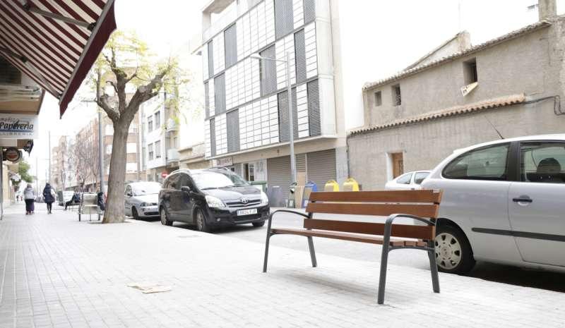 Imagen de bancos en Llíria aprobados en los presupuestos en el apartado de mejoras en la urbanización. /EPDA