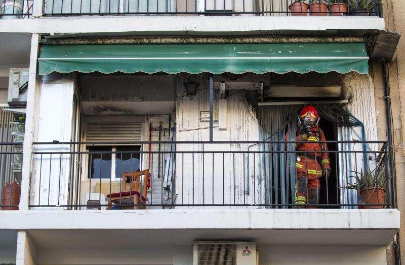 Una imagen de archivo de un incendio en una vivienda en Rafelbunyol (Valencia). EFE