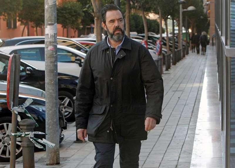 Miguel López en su llegada a los juzgados de Benalúa - EFEl