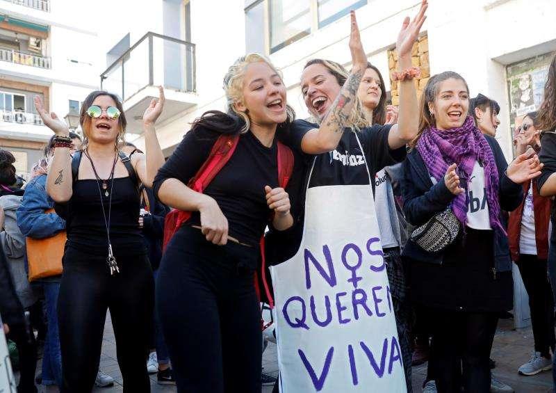 Un grupo de mujeres durante la celebración de este 8 de marzo, Día Internacional de la Mujer. EFE