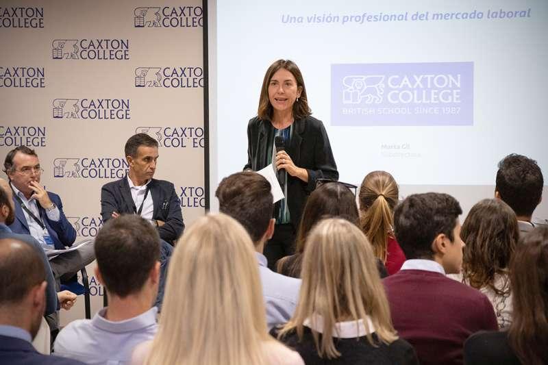 Marta Gil, Subdirectora de Caxton College presentando el I encuentro *Connecting Talent*