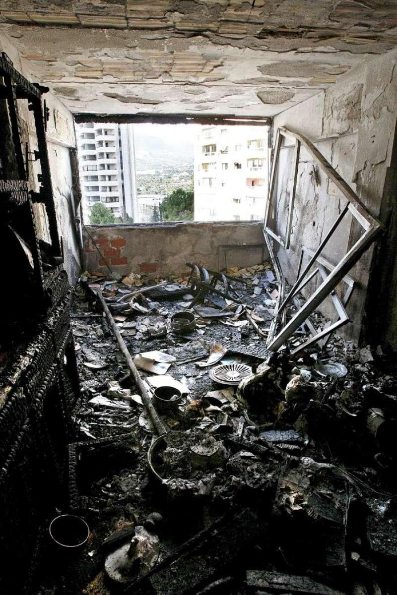 Interior de la vivienda tras un incendio. EFE/Archivo
