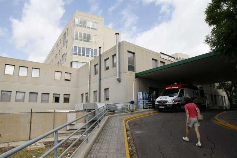 Imagen de archivo del acceso a Urgencias del hospital Hospital Sant Joan de Alicante. EFE/Manuel Lorenzo