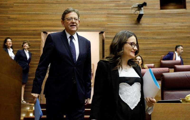 El president de la Generalitat, Ximo Puig, y la vicepresidenta, Mónica Oltra, a su llegada a la sesión de control del pleno de Les Corts. EFE