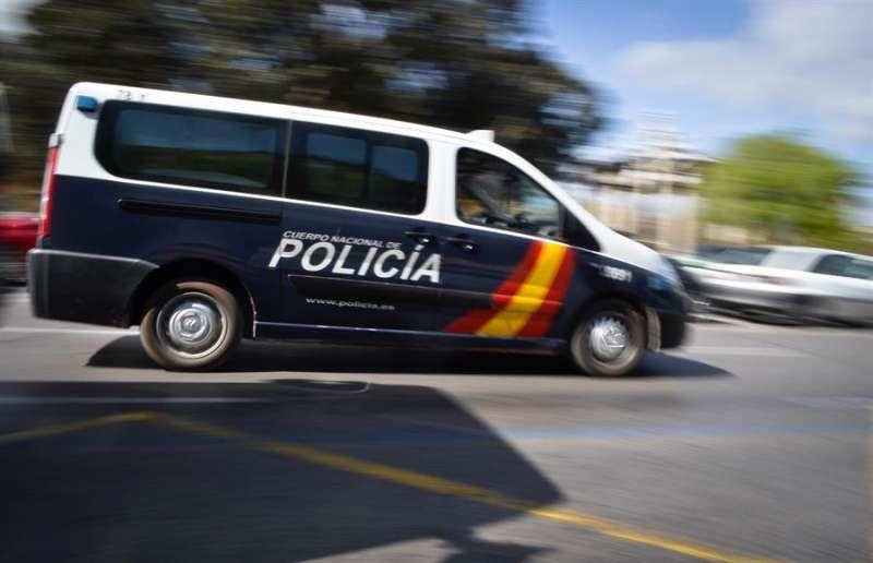 Imagen de archivo de un vehículo de a Policía Nacional.EFE