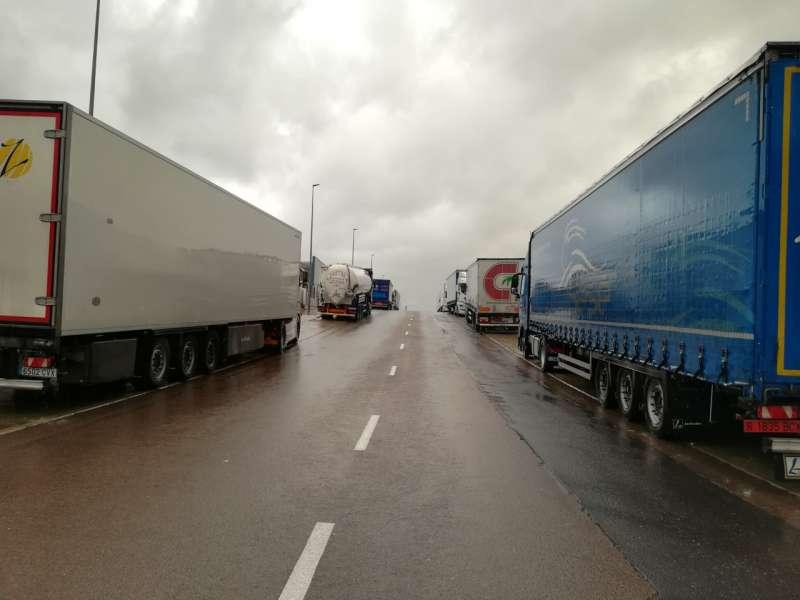 Camiones parados en el polígono de Segorbe