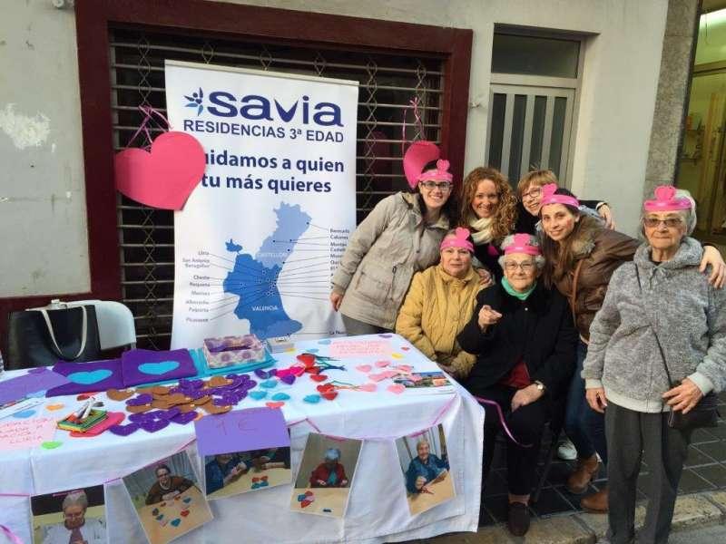 Los residentes de Savia durante su actividad en el día de San Valentín. //EPDA