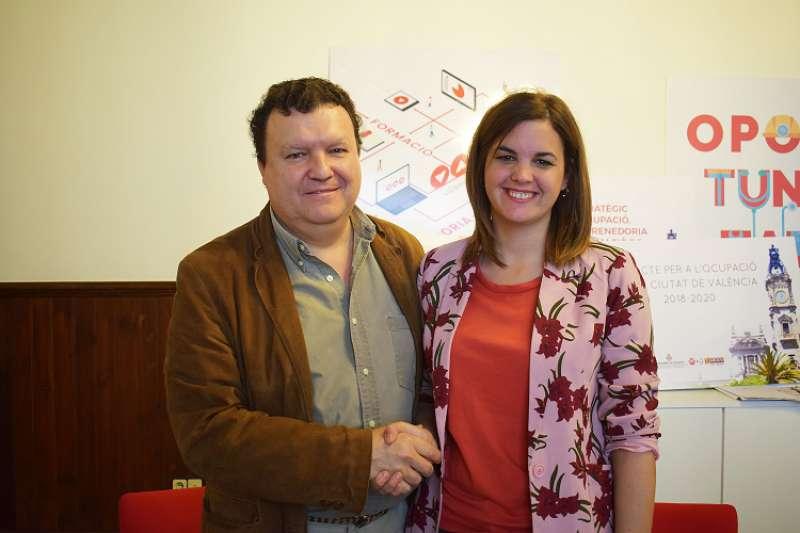 Un momento de la firma del convenio, con Sandra Gómez, concejala de Turismo de Valencia. FOTO TURISMO VALENCIA