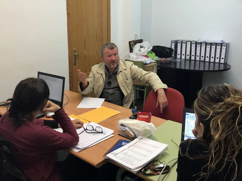 El alcalde de Sagunt en las oficinas de Promoción Económica y Servicios Sociales. EPDA