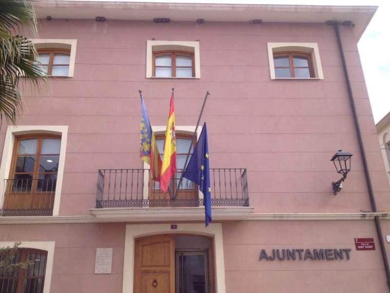 La bandera europea a media asta en el consistorio de Algímia d