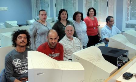 Alumnos participando en el curso de alfabetización informática. Foto: EPDA