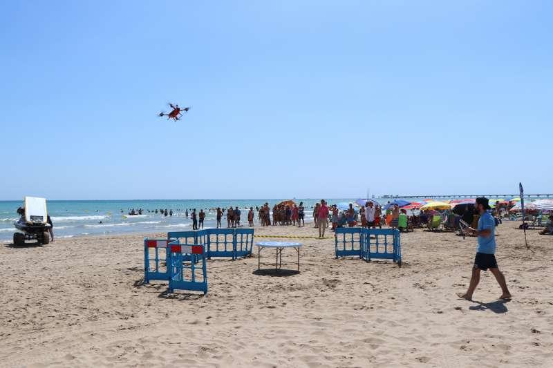 Simulacro de salvamento marítimo con dron en la playa del Port de Sagunt. EPDA