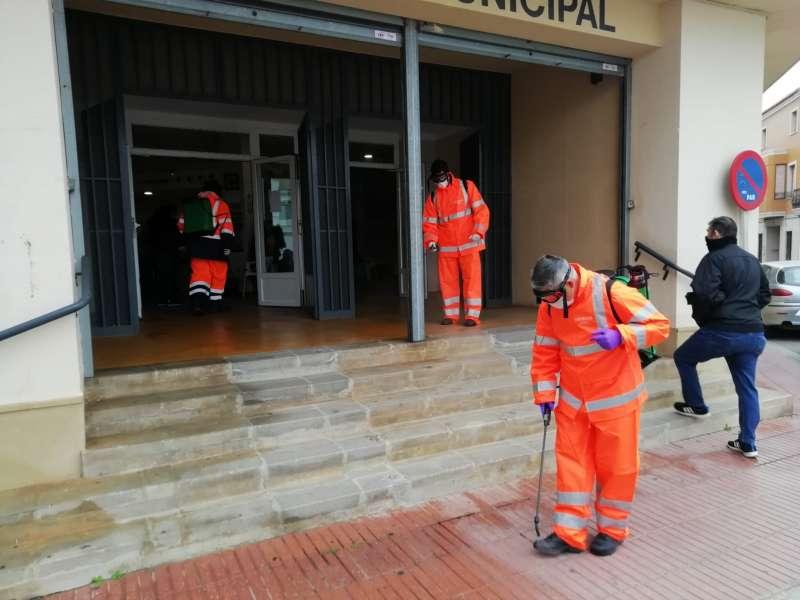Protección Civil fumigando en Puzol. / EPDA