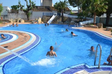 Aldaia aldaia abre las puertas de la piscina l dica de verano for Piscina municipal manises