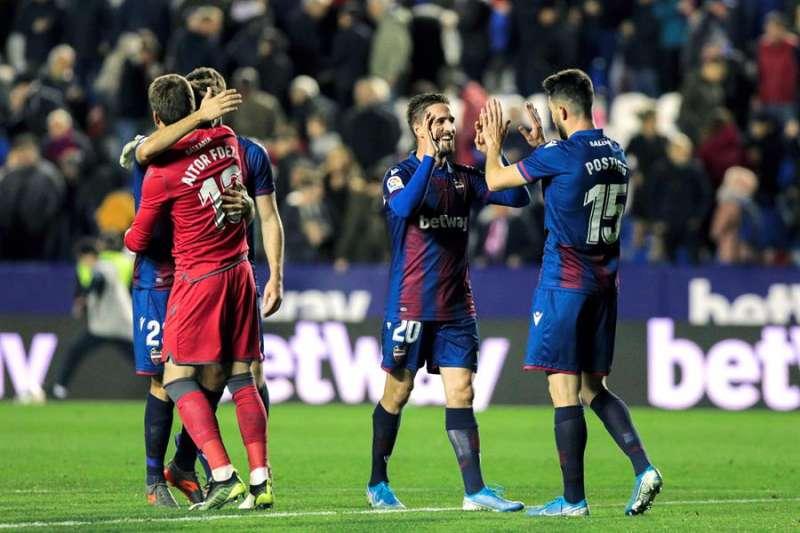 Los jugadores del Levante celebran una victoria en su estadio. EFE/Archivo