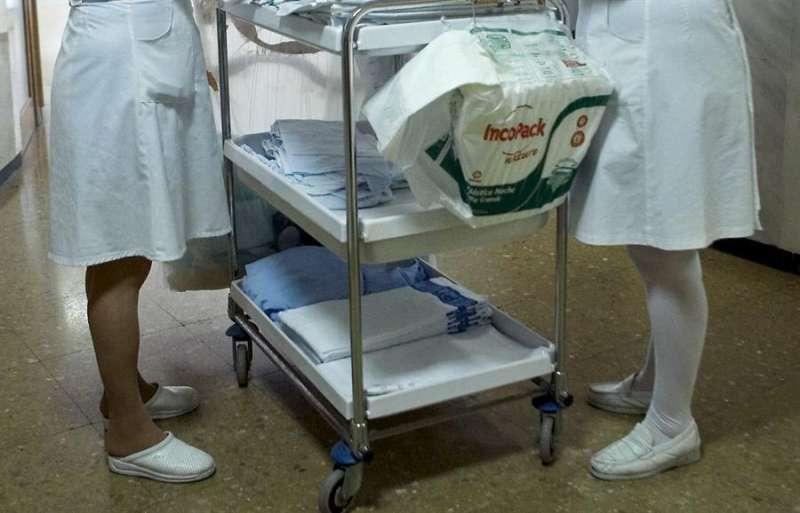 Dos enfermeras durante su turno de trabajo. EFE/Archivo
