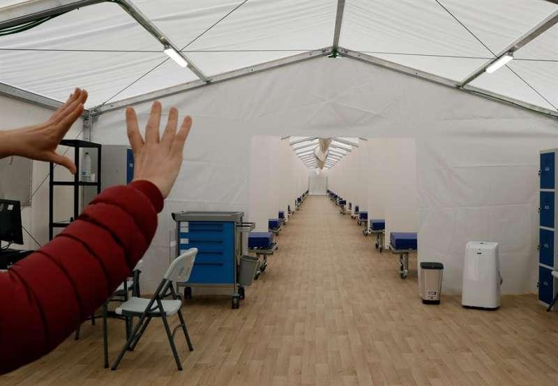 Imagen de las instalaciones del hospital de campaña que se ha construido junto al Hospital La Fe de Valencia y que albergará cerca de 600 camas. EFE/ Juan Carlos Cárdenas