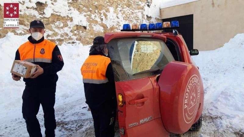 Castelló, 12 ene (EFE).- Los Servicios de Voluntarios de Protección Civil, integrados en el dispositivo de nevadas del Consorcio de Bomberos de Castellón.
