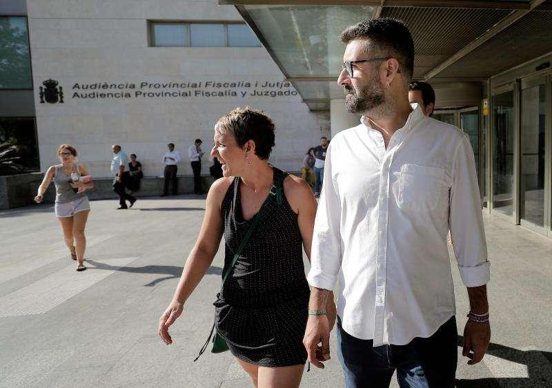 El concejal del Ayuntamiento de Valéncia, Pere Fuset, llega a la Ciudad de la Justicia para declarar en calidad de investigado por un supuesto delito de prevaricación tras una denuncia del PP sobre supuesto fraccionamiento de contratos. EFE