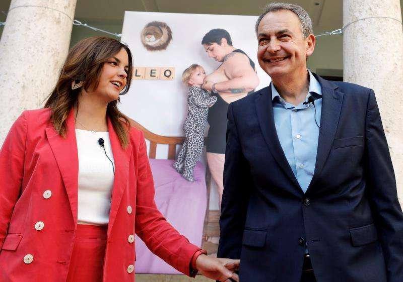 El expresidente del Gobierno José Luis Rodríguez Zapatero y la candidata socialista a la alcaldía de Valencia, Sandra Gómez. EFE