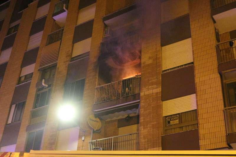 La vivienda en llamas