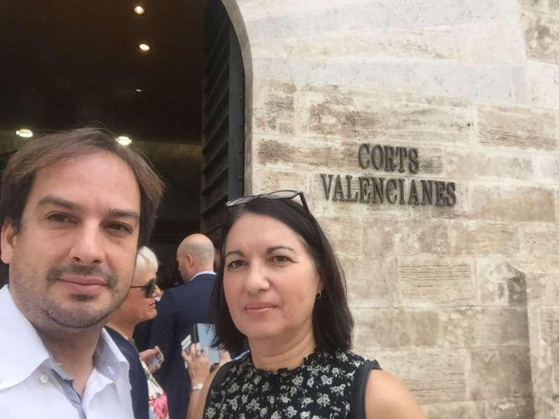 Hurtado con Arona en les Corts Valencianes. FOTO SOM