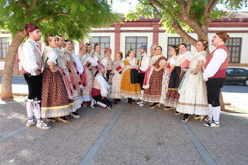Grupo de la pasad edición de la Trobada de Folklore a Carcaixent